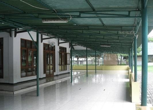 Halaman Masjid Al Jihad