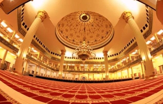 Ruang Sholat Masjid Agung Madani