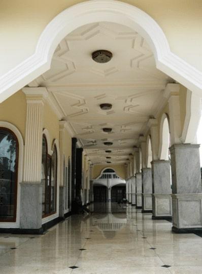Teras Masjid Besar Almukarromah